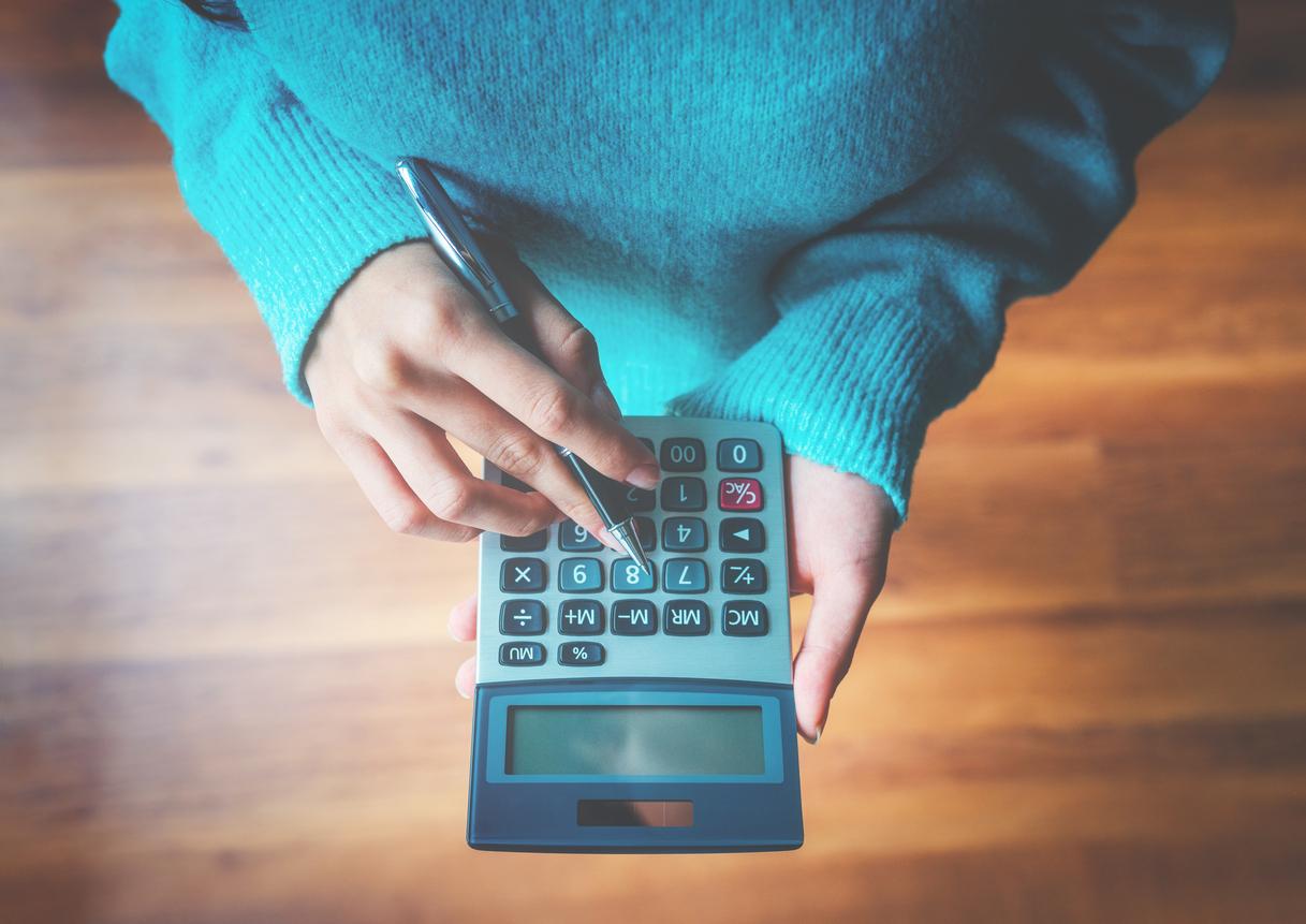 woman-using-calculator